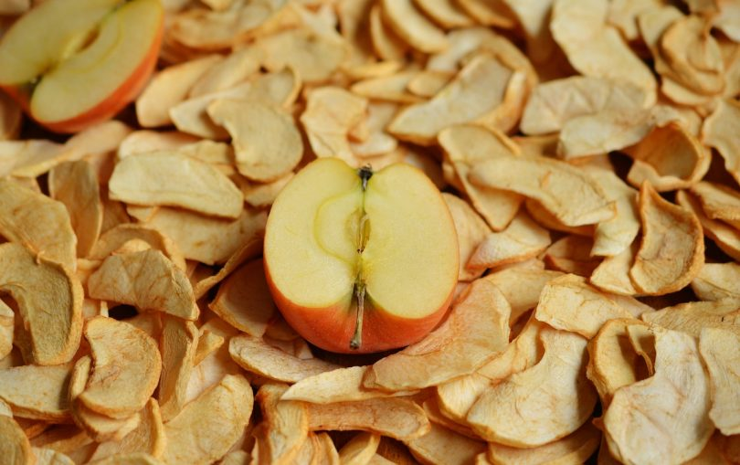 drying apples